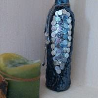 идея оригинального декорирования стеклянных бутылок красками картинка