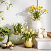 вариант необычного оформления настольной вазы картинка