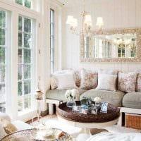 идея яркого дизайна веранды в доме картинка