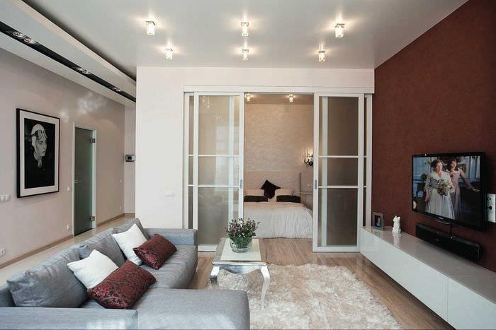 вариант оригинального оформления гостиной комнаты 17 кв.метров