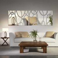 идея необычного декорирования стен в гостиной картинка