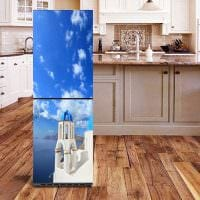идея красивого декорирования холодильника на кухне фото
