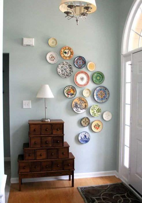идея необычного украшения углов в квартире