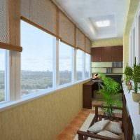 идея оригинального декора небольшого балкона фото