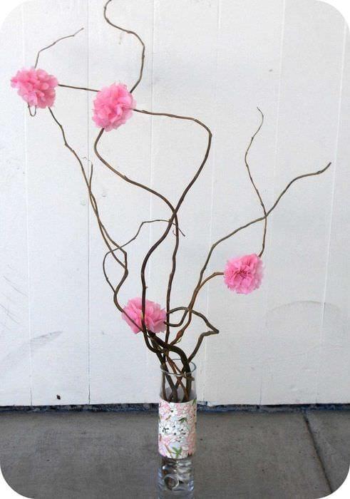 идея оригинального дизайна напольной вазы с декоративными ветками
