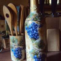 вариант оригинального декорирования бутылок красками фото