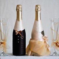 идея необычного декорирования бутылок бисером картинка