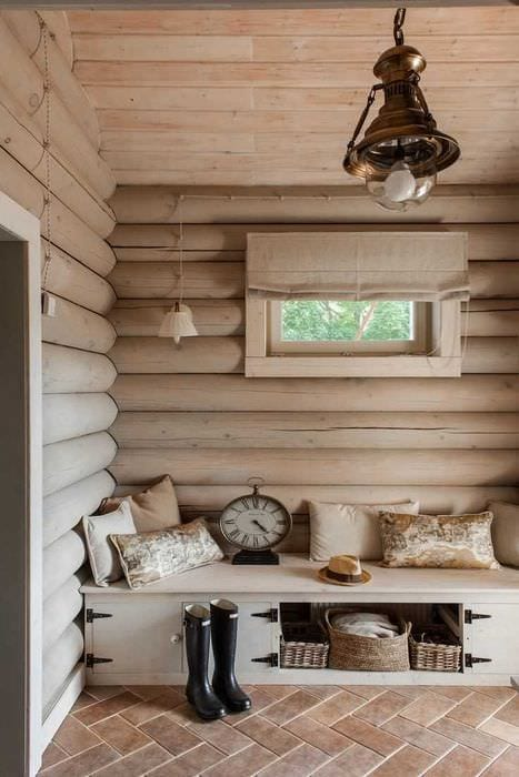 вариант необычного декора спальни в деревенском стиле