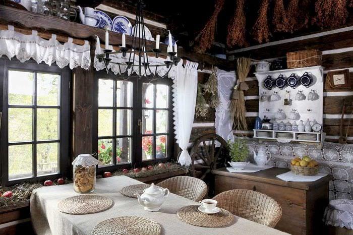 вариант необычного стиля дома в деревне