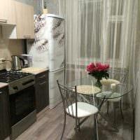 вариант яркого декорирования холодильника на кухне картинка