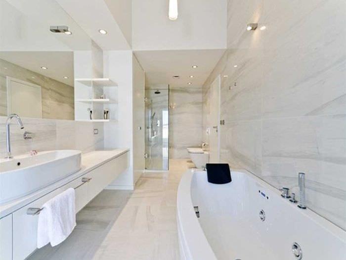 идея оригинального стиля белой ванной