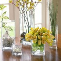 идея яркого украшения напольной вазы фото