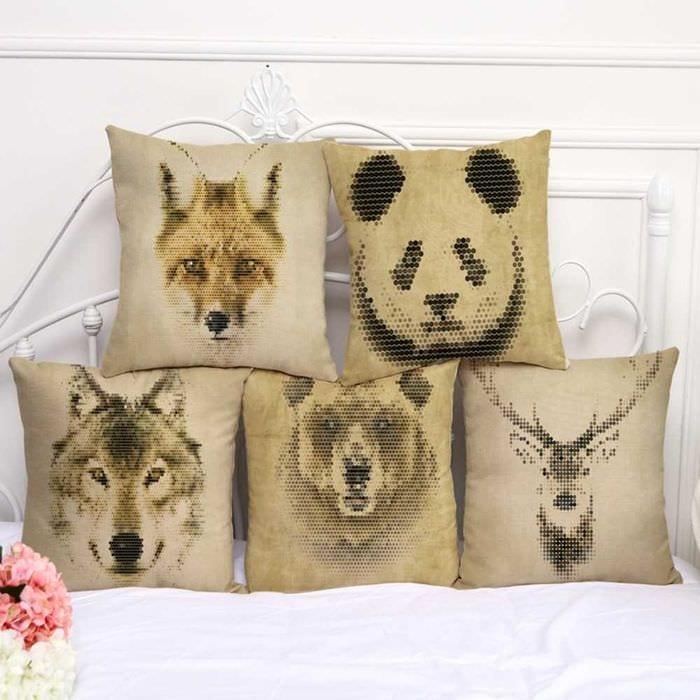 идея оригинальных декоративных подушек в интерьере гостиной