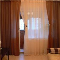 идея ярких декоративных штор в дизайне комнаты картинка