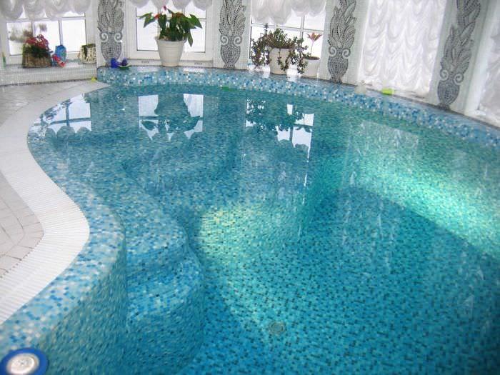 идея современного декора маленького бассейна
