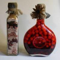 вариант оригинального декорирования бутылок солью картинка