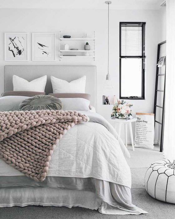 вариант красивого декорирования интерьера спальни