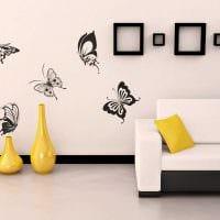 идея оригинального интерьера квартиры с декоративным рисунком на стене картинка