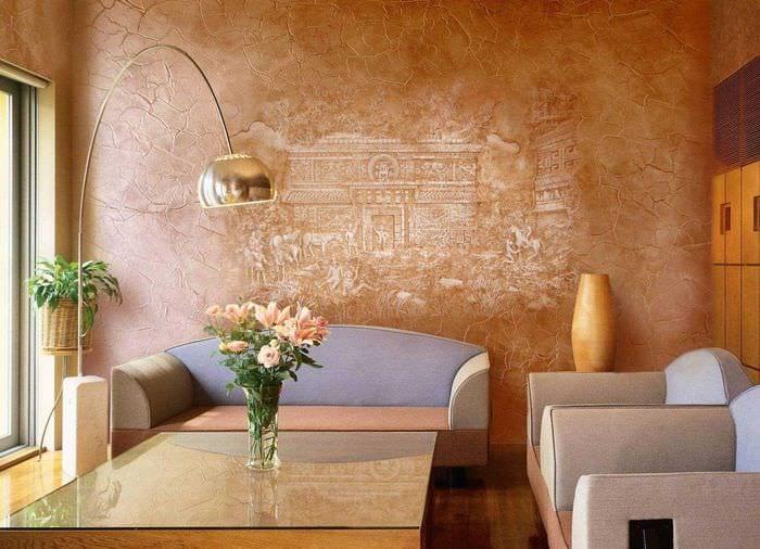 вариант современного декора квартиры с декоративным рисунком на стене