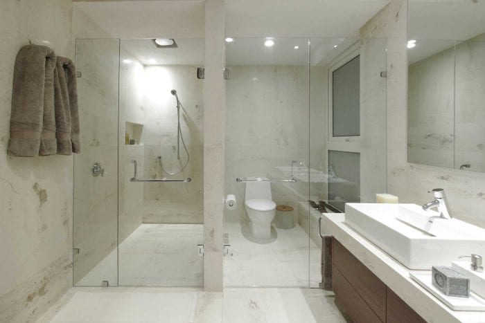 идея яркого стиля ванной