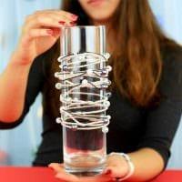 вариант красивого оформления настольной вазы картинка