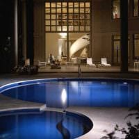 идея современного дизайна маленького бассейна фото
