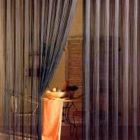 вариант ярких декоративных штор в стиле комнаты фото