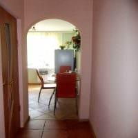идея оригинального интерьера кухни с аркой фото
