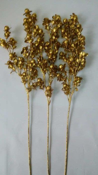 вариант красивого дизайна напольной вазы с декоративными ветками