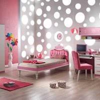 вариант оригинального интерьера комнаты для девочки картинка