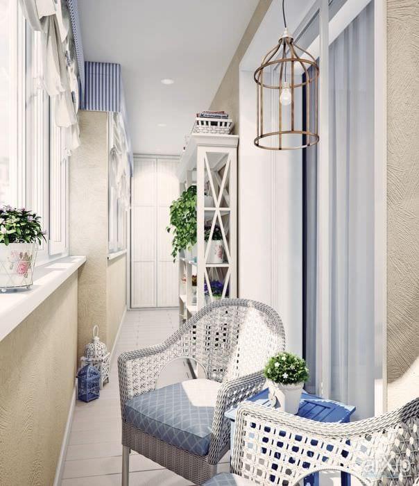 идея оригинального декора небольшого балкона