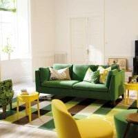 идея необычного интерьера спальни с диваном картинка