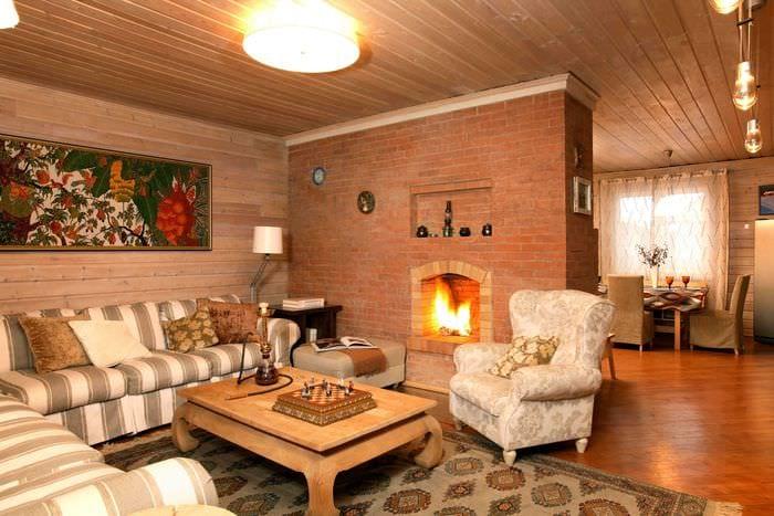 идея оригинального интерьера комнаты в деревенском стиле