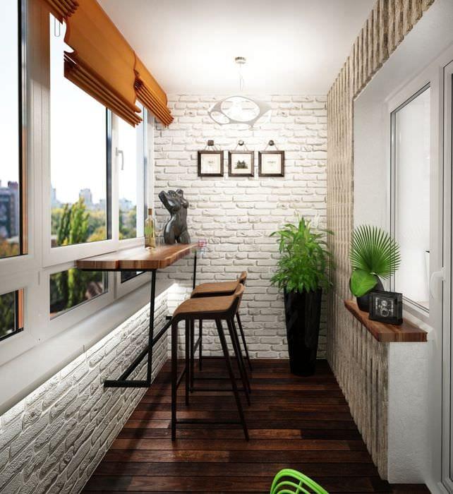 вариант необычного декора маленького балкона
