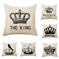 идея необычных декоративных подушек в дизайне спальни фото