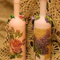 вариант яркого декорирования бутылок красками картинка