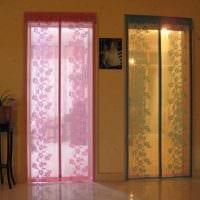 вариант ярких декоративных штор в дизайне квартиры фото
