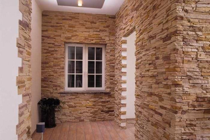 вариант необычного декоративного камня в дизайне комнаты