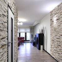 идея красивого декоративного камня в интерьере комнаты фото
