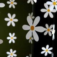 идея яркого украшения интерьера к 8 марта фото
