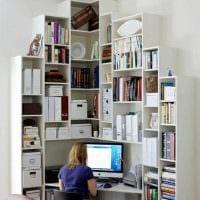 идея яркого декорирования углов в квартире фото