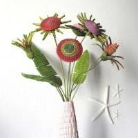 вариант оригинального декора напольной вазы с декоративными ветками фото