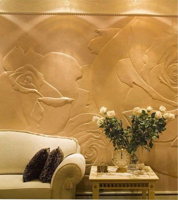 идея красивого интерьера комнаты с декоративной штукатуркой