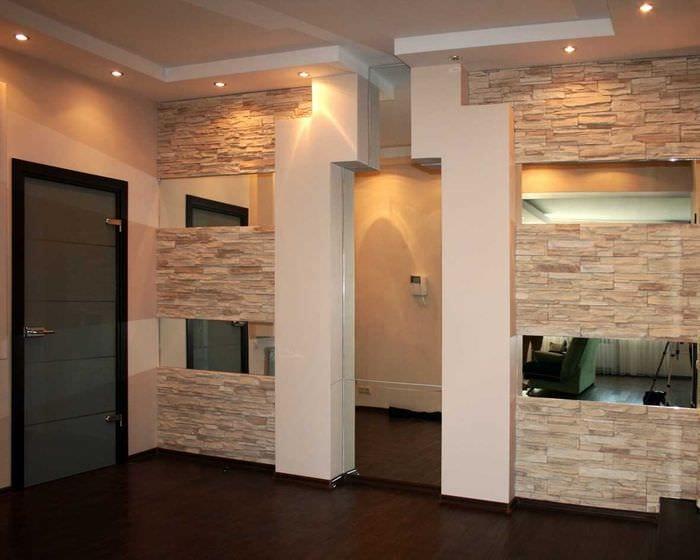 вариант оригинального декорирования углов в квартире
