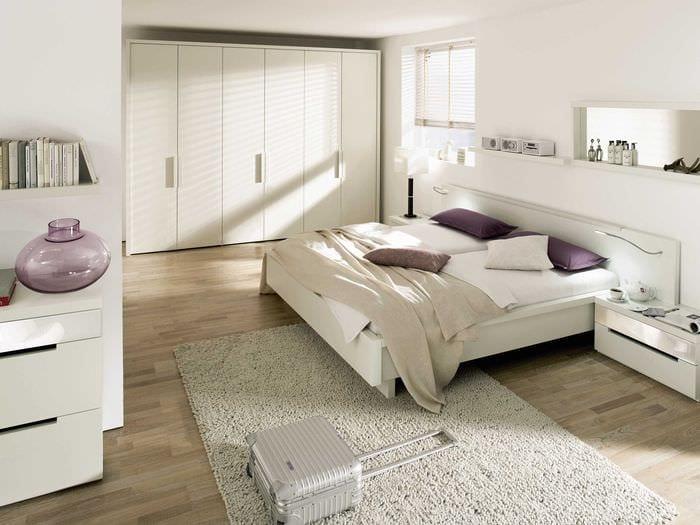 идея красивого дизайна белой спальни