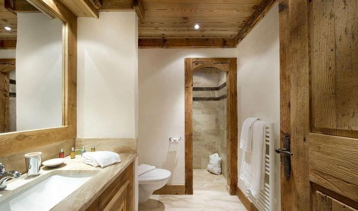 идея красивого дизайна ванной в деревянном доме