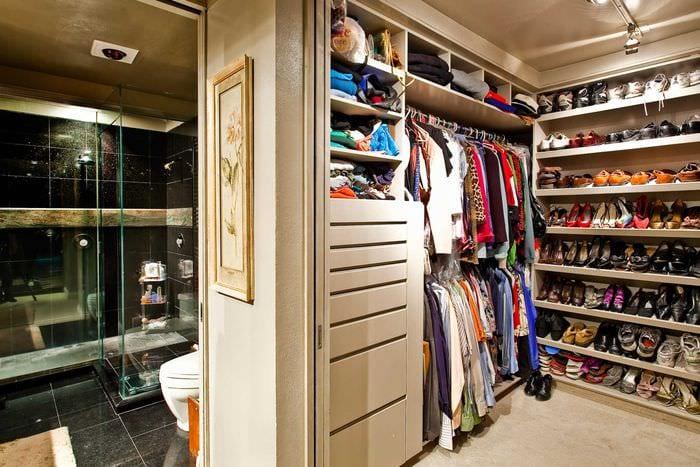 вариант необычного дизайна гардеробной