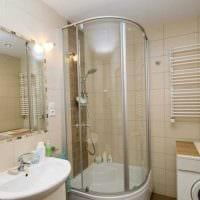 идея яркого интерьера большой ванной фото