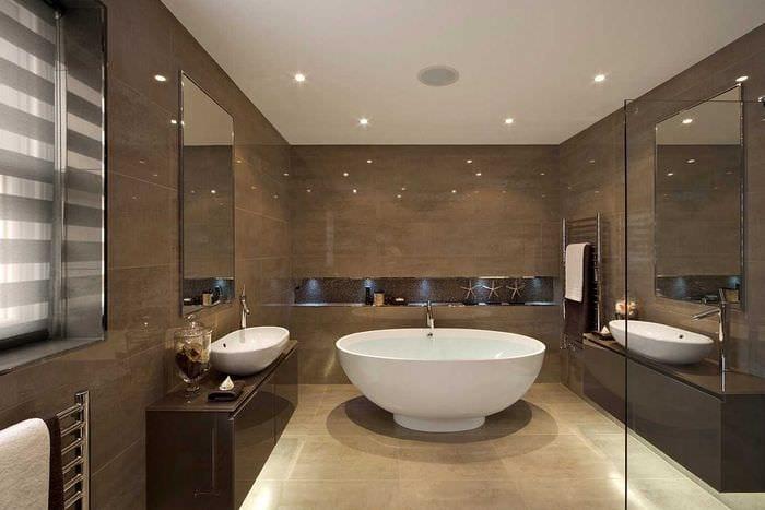 идея необычного дизайна большой ванной