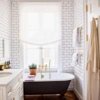 идея красивого интерьера ванной комнаты с окном фото